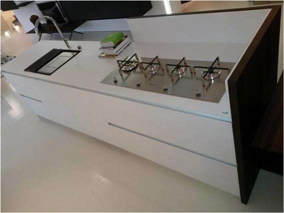 "Cucina Euromobil ""Kubic"" vetro e rovere in promo. 4"