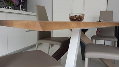 Fantastico tavolo in legno grezzo