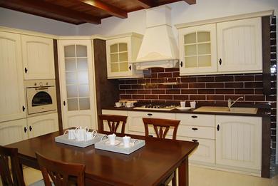 Cucina classica con muratura