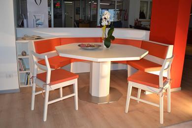 Tavolo e panca ottagonali
