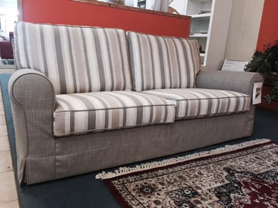 Coppia divani in tessuto modello Milord