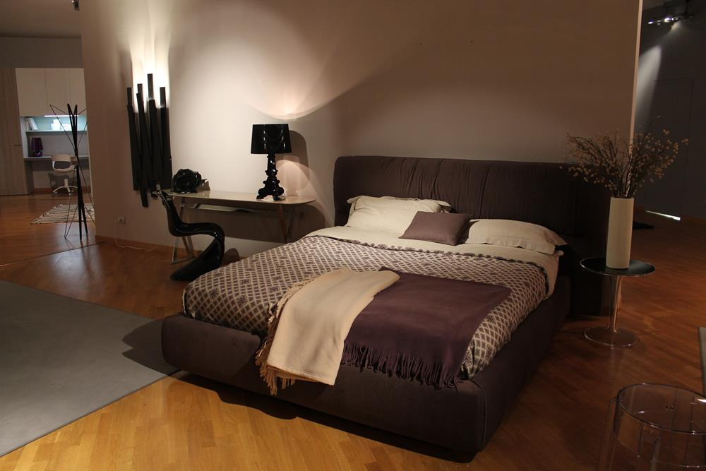 Letto matrimoniale Softwing di Flou