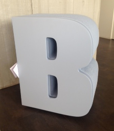 Tavolino a forma di B