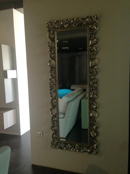 Specchio con cornice argentata