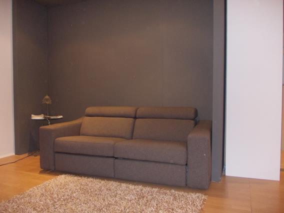 divano trasformabile con meccanismi elettrici
