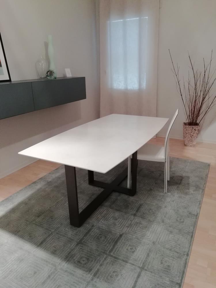 tavolo rettangolare in marmo di Cenedese