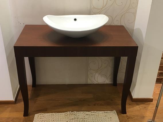 Lavabo da appoggio nido con tavolo